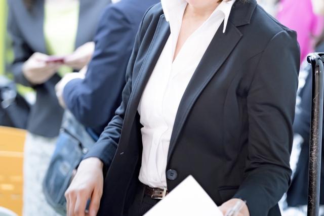 3a444f42f0d65add1544d86e2b8db741_s 40代女性が転職で損しないための服装マナー!男性面接官目線で語ります